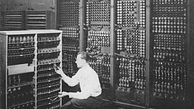 Old-IBM-computer.jpg.920e161e9eeda854a64e31a3851d8525.jpg