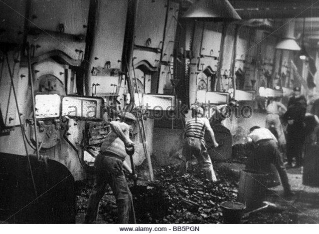 movie-titanic-deu-1943-director-herbert-selpin-werner-klinger-scene-bb5pgn.jpg