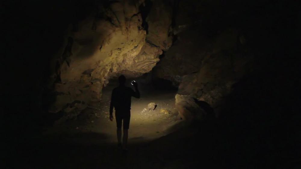cave-explorer-searching-way-out-footage-023782657_prevstill.thumb.jpg.06cdbaa26612c42b67516d0eb4fb8245.jpg