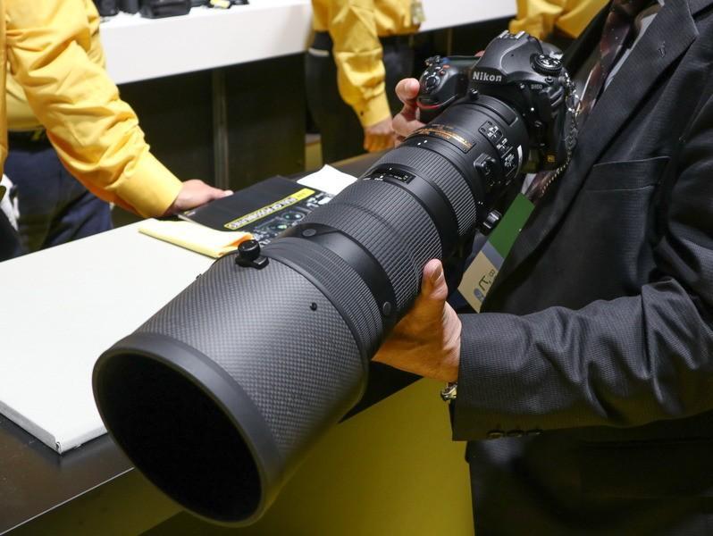 Nikkor-AF-S-180-400mm-f4-ED-TC-VR-lens.jpg