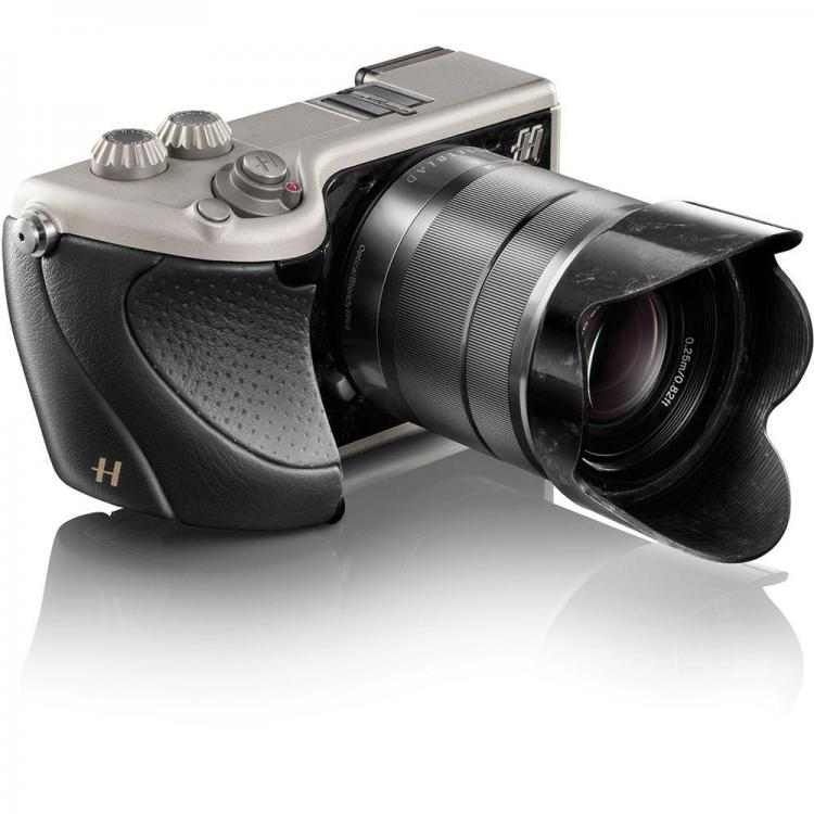 hasselblad_1100181_lunar_camera_black_1134591.thumb.jpg.2f60fd1e14b75ea81b81d438787d55ce.jpg