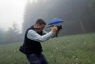 camera-umbrella-photographer-funny-pics.jpg.bbcdb41ffb8d9b3bef50473593a7085a.jpg