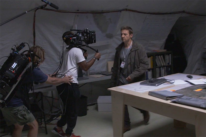 Arrival-Movie-Bradford-Young-on-set.jpg.0b4ecb8c441146fda73ef0cdaaea7c7d.jpg