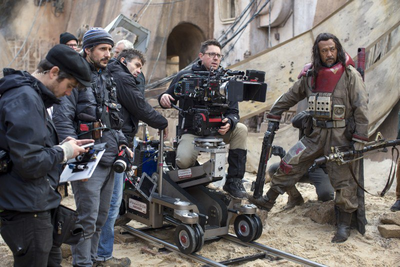 behind-the-scenes-filming-on-rogue-one-photo-jonathan-olley.jpg.54f895f1cdf17e39a4abf368052d7c54.jpg