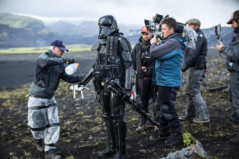 behind-the-scenes-with-a-deathtooper-on-rogue-one-photo-jonathan-olley.jpg.23f13f4650bdaa0f01793b4d97c4d354.jpg