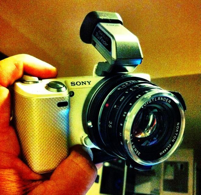 NEX 5N with Voigtlander Nokton 35mm F1.4 and OLED viewfinder (Philip Bloom)