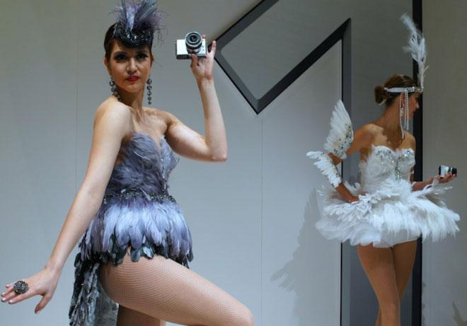 The Nikon 1 dancing sisters