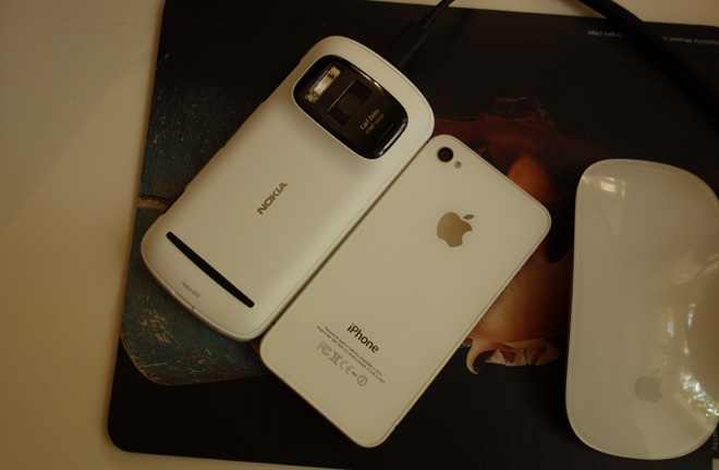 808 PureView and iPhone 4S