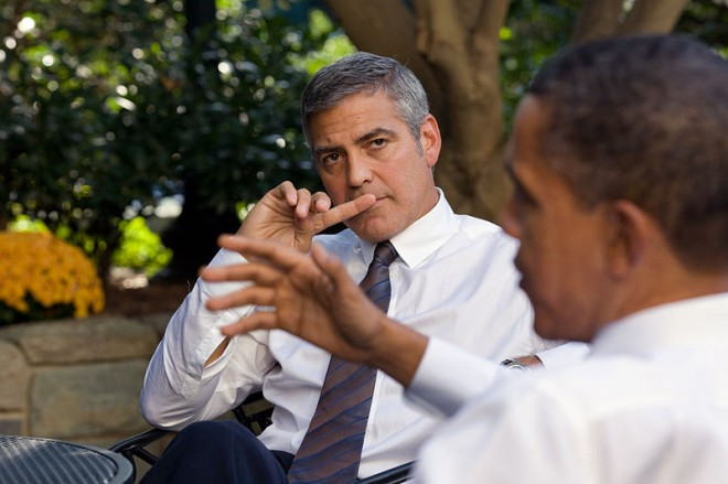 800px-George_Clooney_-_White_House_-_October_2010