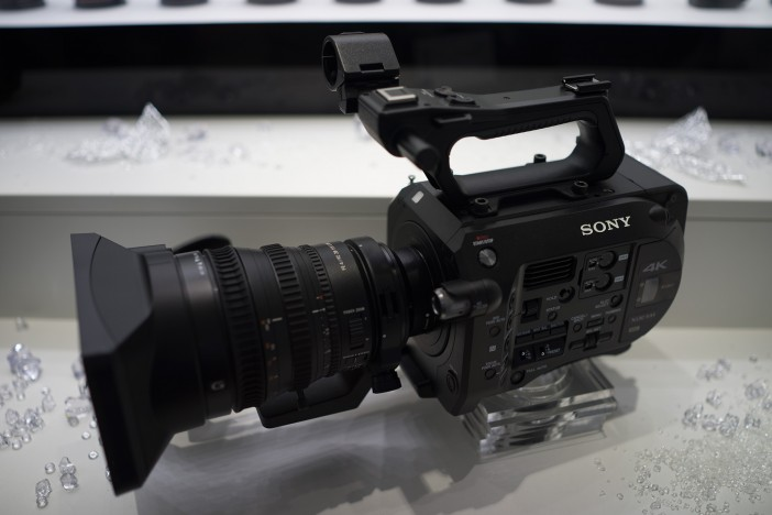 Sony FS7 and servo zoom lens, 28-135mm F4 constant