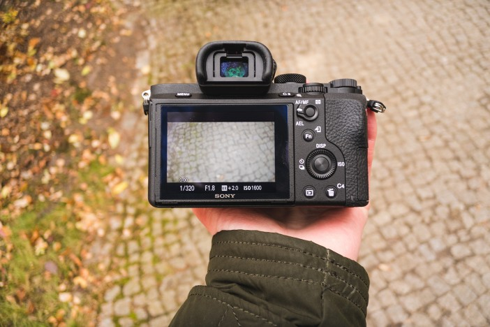 The A7 II's EVF and LCD remain almost unaltered